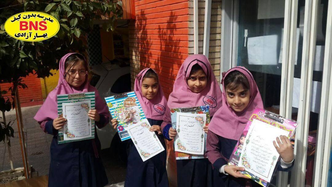 danesh amozan momtaz2.jpg - جشن و اهدای جوایز به دختران ممتاز بهار آزادی