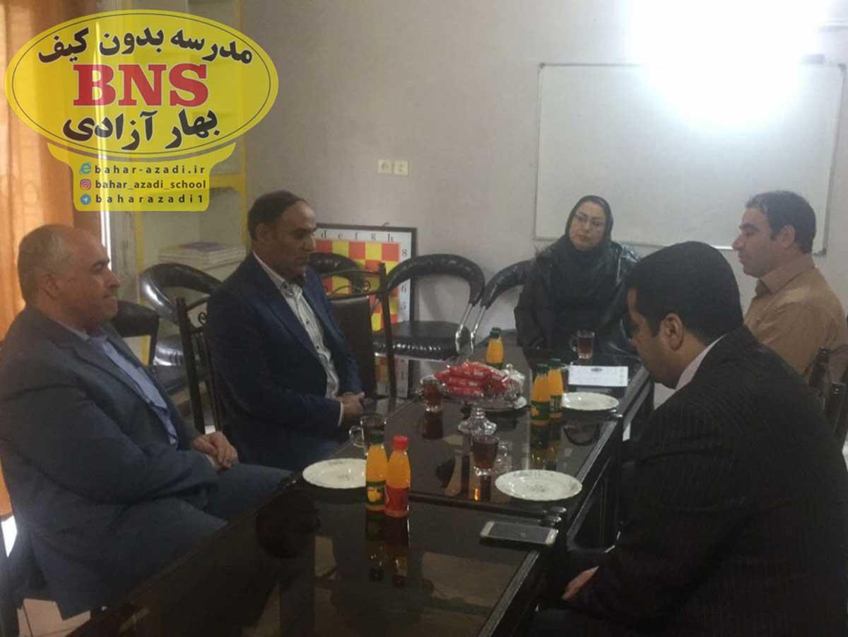 maryam azadi pejman irandoust 2 - تصاویری از مدیریت مدرسه بدون کیف مریم آزادی اصفهان و مهندس پژمان ایراندوست